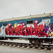 VIDEO - BOOGIE painting the Molotow train